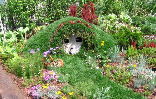 dzieci w ogrodzie, ogród przyjazny dzieciom, ogrod dla dzieci