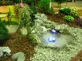 zdjęcia ogrodów, dodatki ogrodowe, oczko wodne, podświetlone oczko wodne, galeria ogrodowa