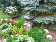 dodatki ogrodowe, ogród dalekowschodni, latarnia, kompozycje ogrodowe