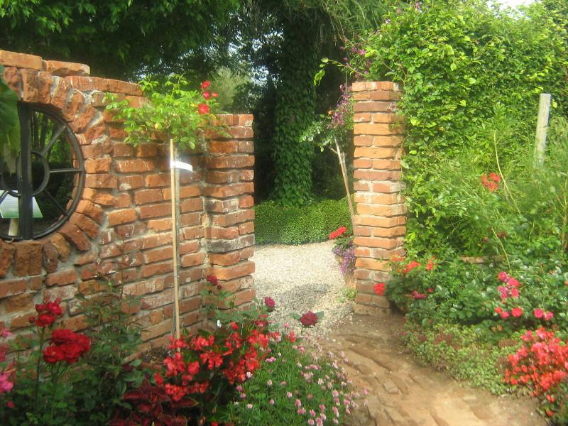ogród angielski, ogrody ogrody , murek romantyczna ruina, urządzanie ogrodu, aranżacje z roślin, galeria ogrodowa