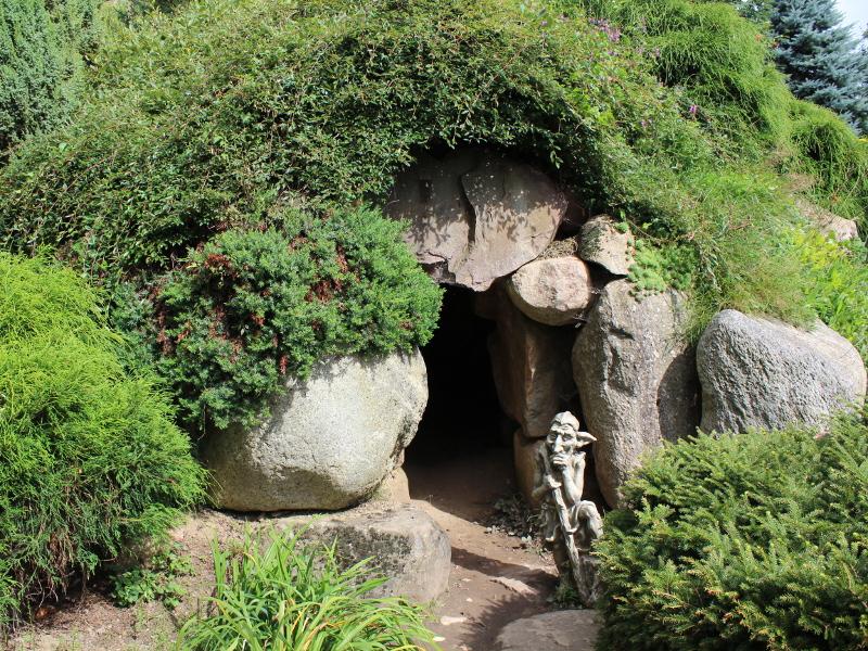 ogród angielski, style ogrodowe, tajemnicza jaskinia, urządzanie ogrodu, aranżacje z roślin, galeria ogrodowa